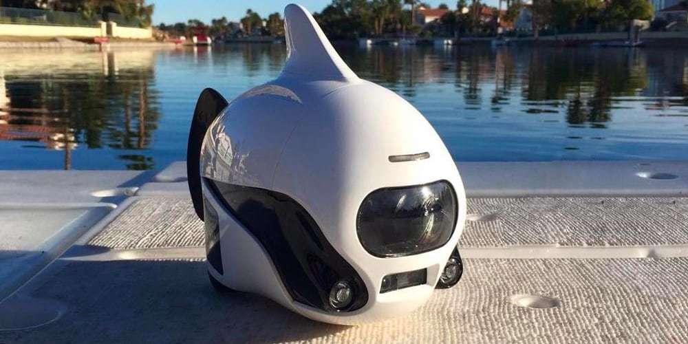 Подводный дрон RoboSea BIKI V1.0 белый на берегу
