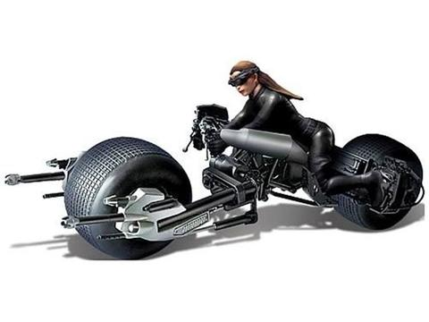 The Dark Knight Rises 1/18 Scale Bat-Pod With Catwoman Model Kit