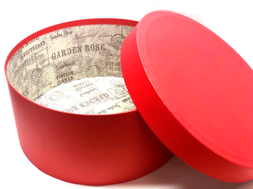 Короткая коробка D 32 см . Цвет: Красный . Розница 450 рублей .