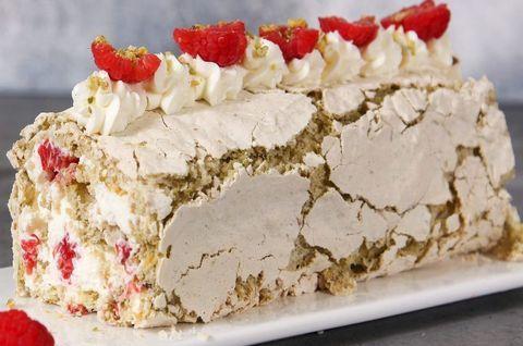 Меренговый торт без глютена смалиной