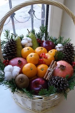 Новогодняя фруктовая корзина
