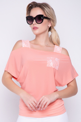 <p>Современная блузка из мягкого трикотажа. Широкие лямки на плечах добавят нотку сексапильности в Ваш образ.</p>