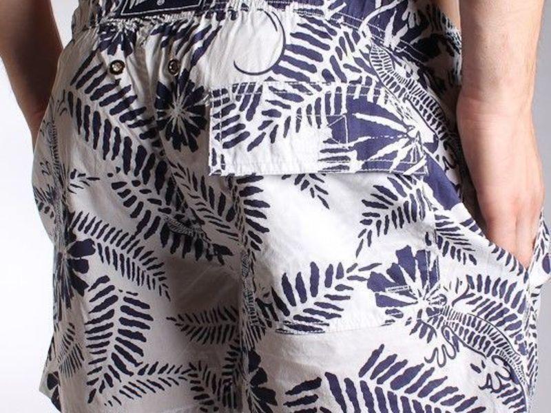 Мужские шорты пляжные белые с синими цветами Vilebrequin Shorts