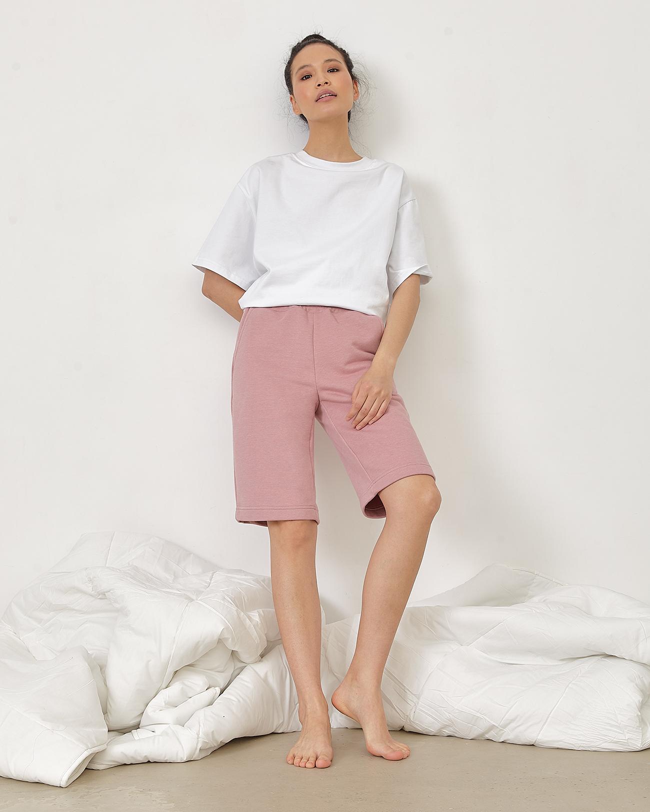 Трикотажные шорты розового цвета фото