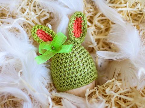 Великодній декор. Шапочка на крашанки - Кролик оливковий з персиковими вставками.