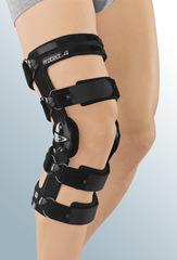 Укороченный регулируемый жесткий коленный ортез protect.4 short
