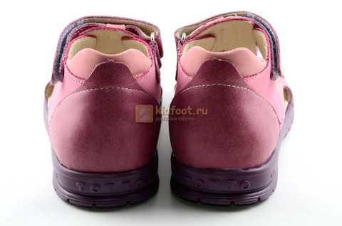 Босоножки Тотто из натуральной кожи с закрытым носом для девочек, цвет сиреневый розовый. Изображение 7 из 12.