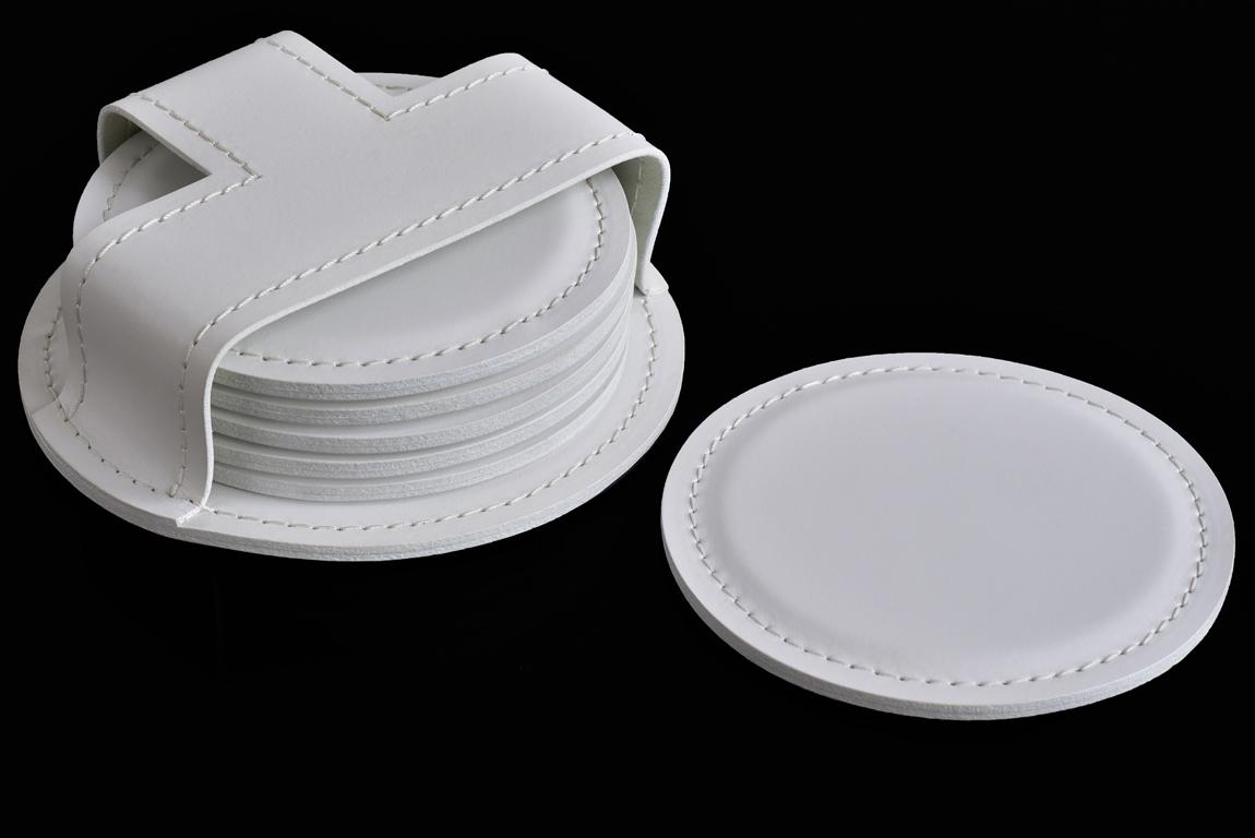 белые кожаные подставки под стаканы