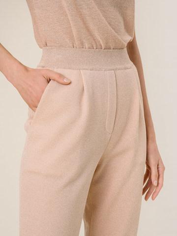 Женские брюки с защипами золотого цвета из вискозы - фото 3