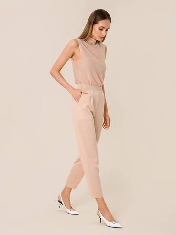 Женские брюки с защипами золотого цвета из вискозы - фото 4