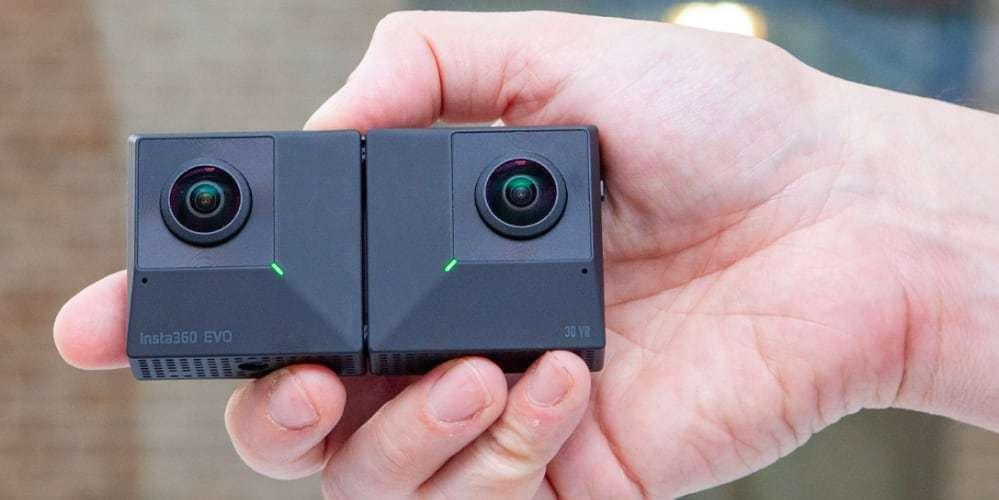 Камера панорамная Insta360 EVO 3D/2D Convertible 360/180° VR Camera в руке