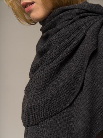 Женский шарф цвета серый меланж из шерсти и кашемира - фото 3