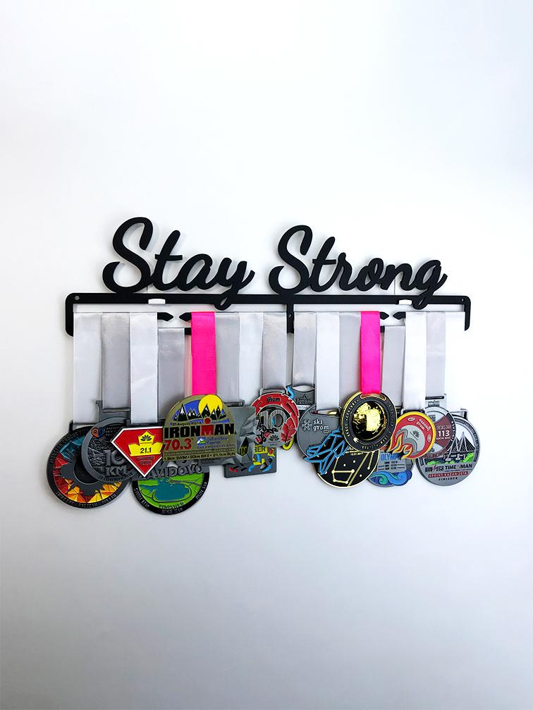Медальница Stay Strong