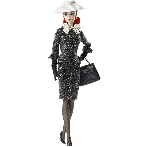 Барби Силкстоун в черно-белом костюме