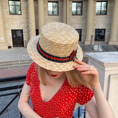 Шляпа канотье женская соломенная с красно-зеленой лентой и цветком узкие поля