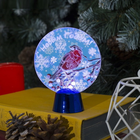 Круглая фигурка светодиодная на подставке с эффектом движения Снегирь С Новым годом 9х11,5 см