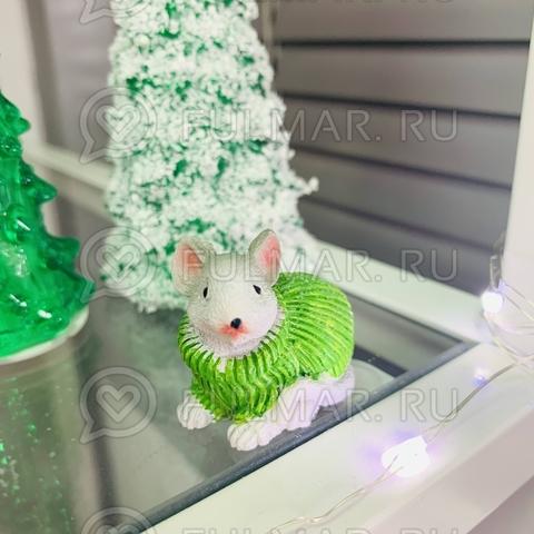 Талисман сувенир Белая Мышка Pretty Mouse символ 2020 в салатовом свитере с блёстками