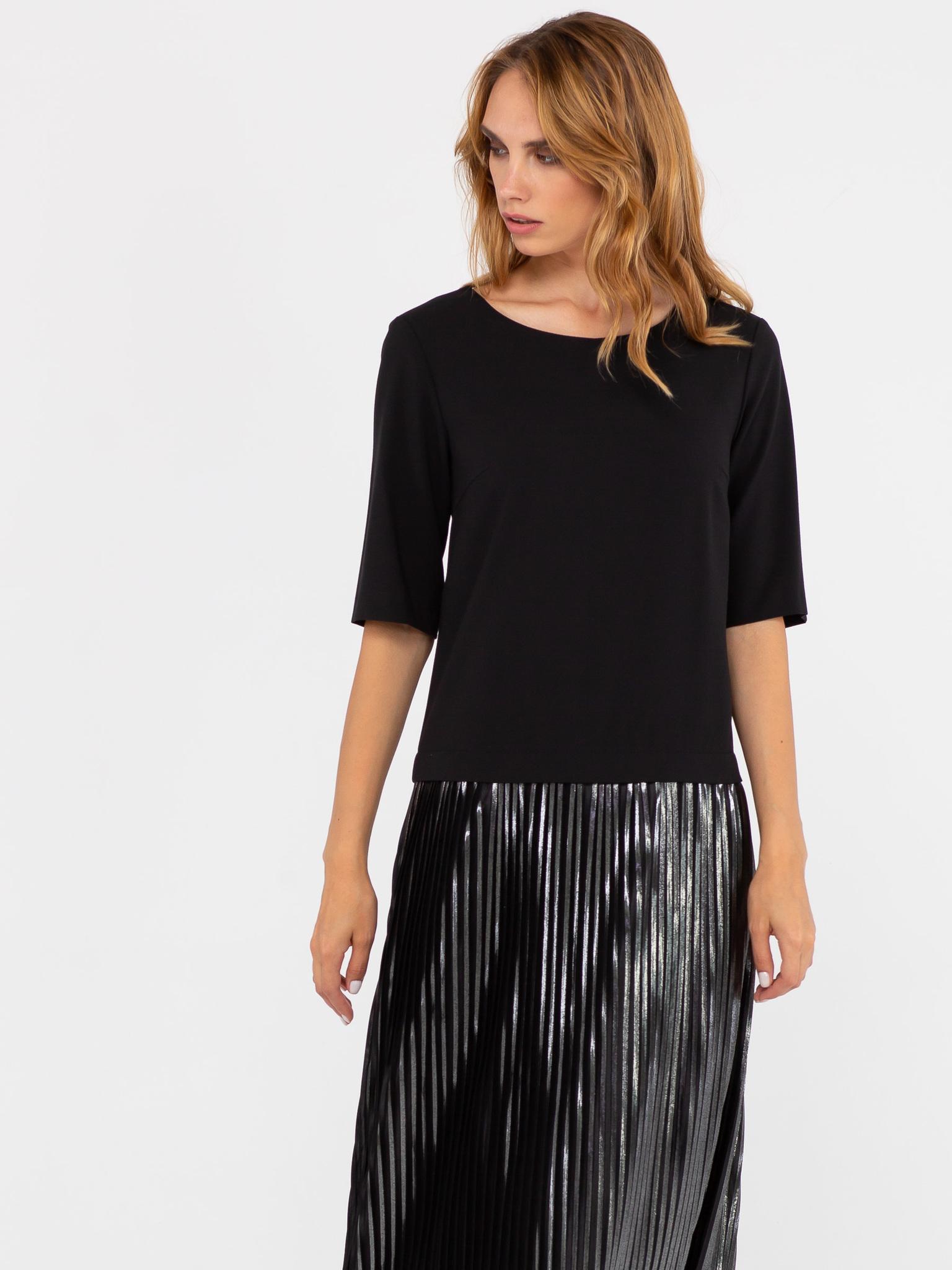 Платье З249-393 - Платье необычного кроя, состоящее из строгого верха и нарядной, плиссированной юбки макси. Необычная отделка пуговицами по спинке делает модель еще более привлекательной. Платье выглядит стильно и немного строго. Отлично подойдет для офисного образа на весну и лето.