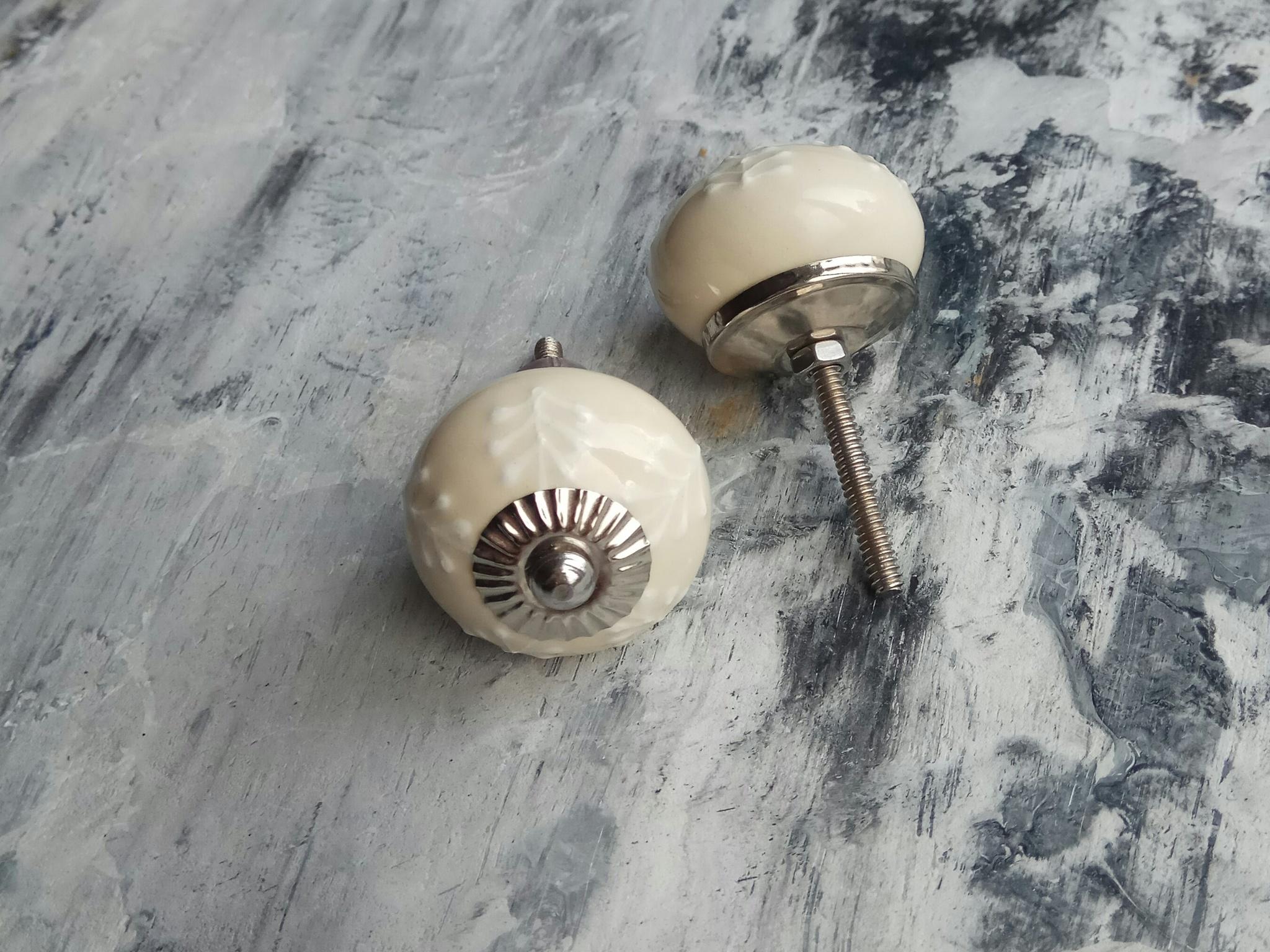 Ручка мебельная керамическая  - кремовая с белым объемным узором, арт. 00001018