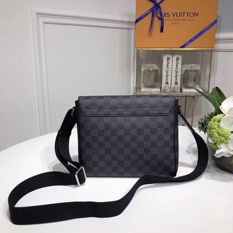 Сумка-планшет District Damier Graphite PM