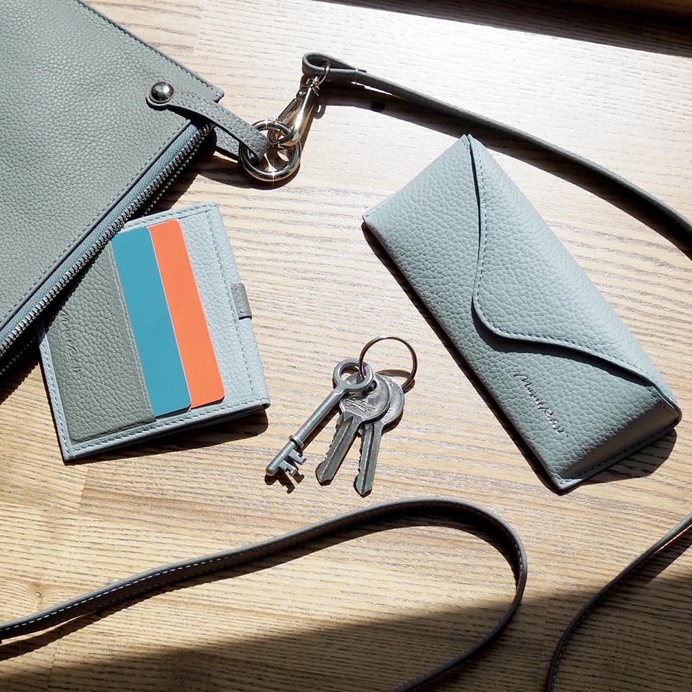 Картхолдер-кошелек Perle Bicolor из натуральной кожи теленка, голубого цвета