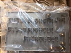 Блок предохранителей  MAN M/F90/ L/M/F2000 /SL/SG/NL/NG  Центральный блок МАН 2000  MAN 64.25444.6060 MAN 81.25413.6116 MAN 81.25435.0474 MAN 81.25444.6035 MAN 81.25444.6060  Вес упак.  1,830kg