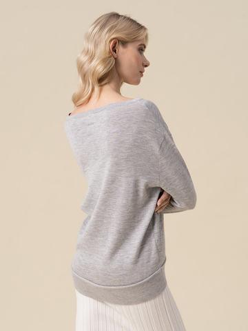 Женский джемпер светло-серого цвета из 100% кашемира - фото 4