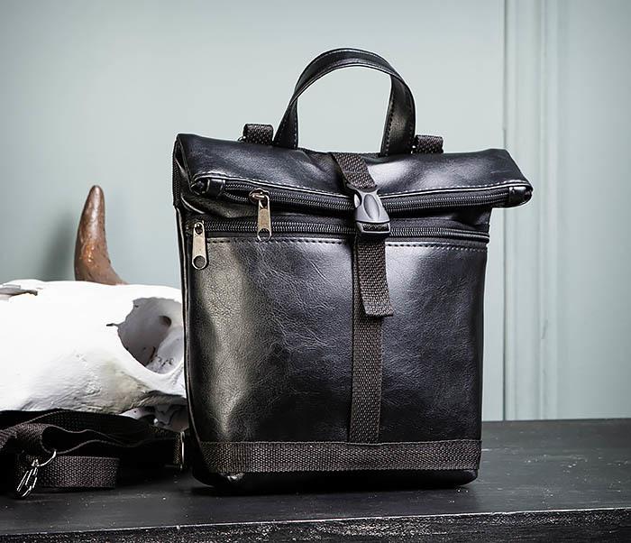 BAG462-1 Небольшая мужская сумка - рюкзак из кожи черного цвета