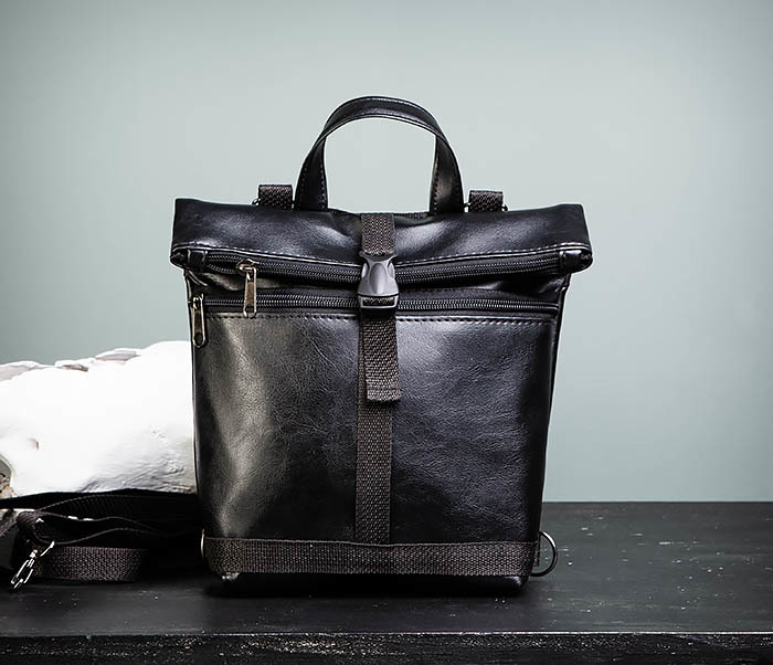 BAG462-1 Небольшая мужская сумка - рюкзак из кожи черного цвета фото 02