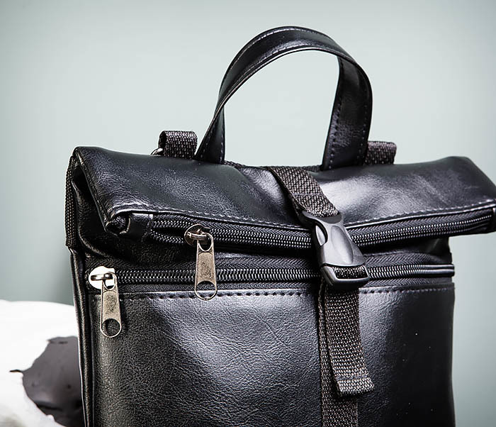 BAG462-1 Небольшая мужская сумка - рюкзак из кожи черного цвета фото 03