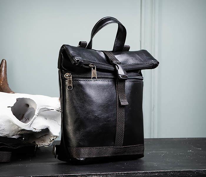 BAG462-1 Небольшая мужская сумка - рюкзак из кожи черного цвета фото 04