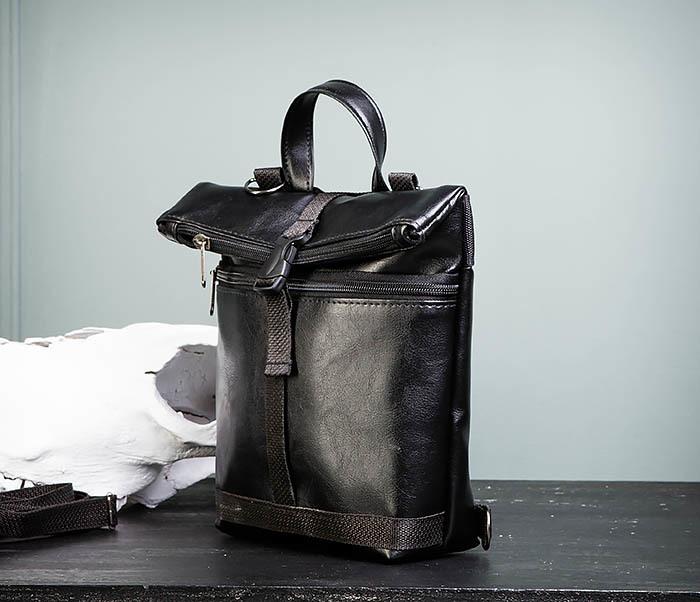 BAG462-1 Небольшая мужская сумка - рюкзак из кожи черного цвета фото 05