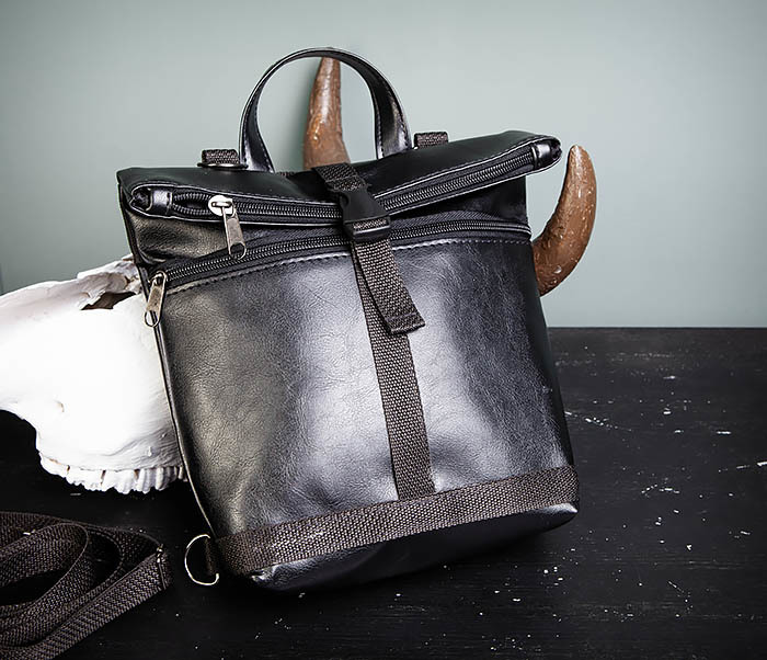 BAG462-1 Небольшая мужская сумка - рюкзак из кожи черного цвета фото 06