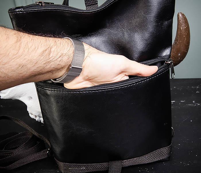 BAG462-1 Небольшая мужская сумка - рюкзак из кожи черного цвета фото 11