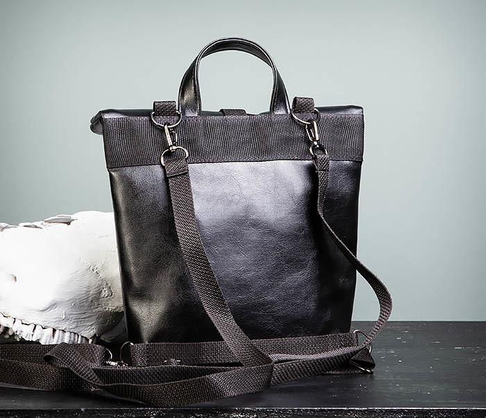 BAG462-1 Небольшая мужская сумка - рюкзак из кожи черного цвета фото 12