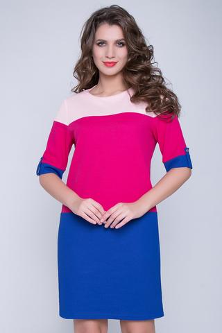 """<p>Платье из плотного трикотажа прямого силуэта. Благодаря вставкам с ярким цветовым решением, платье выгладит особенно нарядным. Кроме того, такое дизайнерское решение отлично стройнит фигуру. Вырез горловины округлый, рукав до локтя с """"патой"""" на пуговице.</p>"""