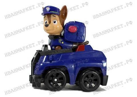 Гонщик с полицейской машиной