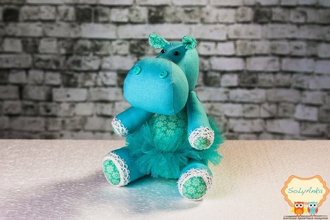 Бегемотик голубой в голубой пачке