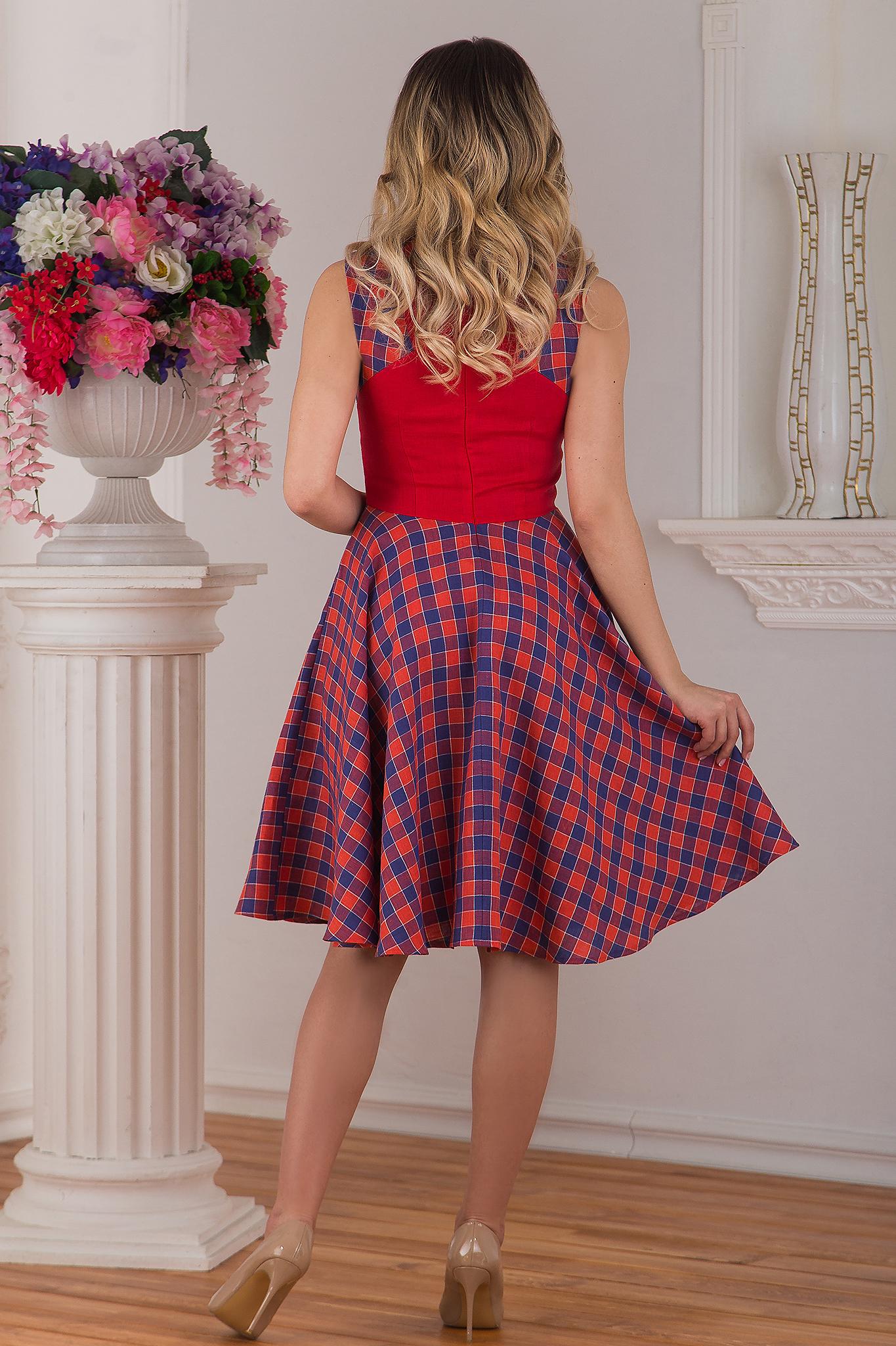 Современное льняное платье красное Раздолье от Иванка вид сзади