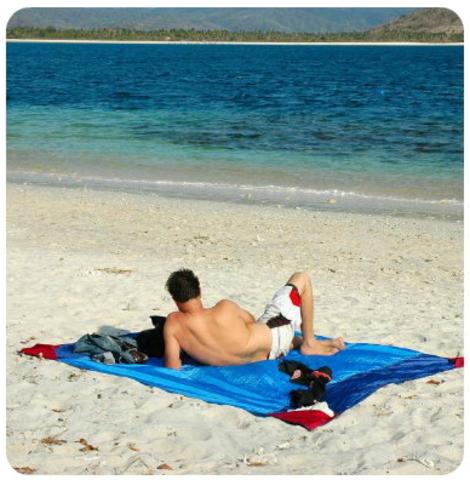 Картинка пляжное покрывало Ticket to the Moon Beach Blanket Purple/Pink