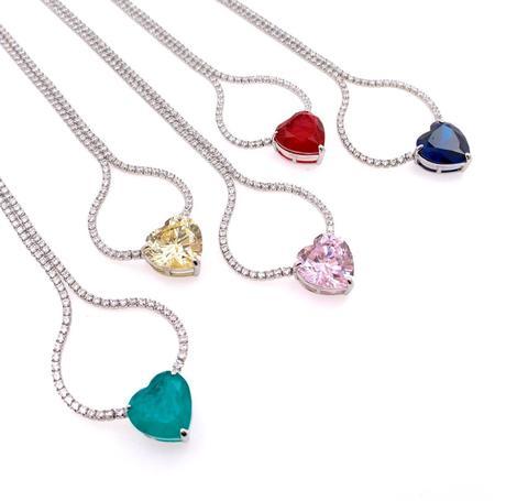 Колье-кулон из серебра с цветным кварцем в форме сердца и фианитами