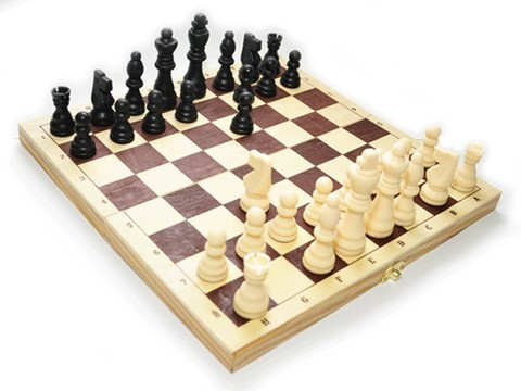 Шахматы русские. Размер доски 30х30 см. Фигуры пластмассовые. P300