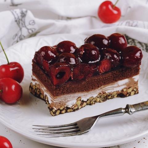 Пирожное шоколадное вишневое хрустящее