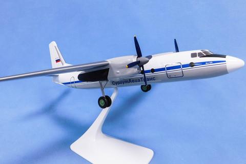 Модель самолета Ан-24 (М1:72, Сургут Авиа Транс)