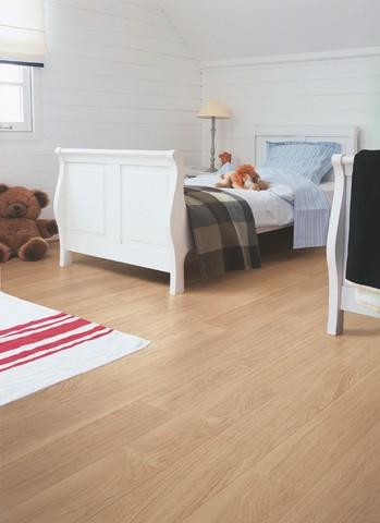 White varnished Oak planks | Ламинат QUICK-STEP UF915