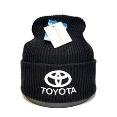Вязаная шапка с вышитым логотипом Тойота (Toyota) черная