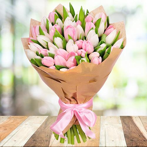 Букет из белых и розовых тюльпанов 45шт. Купить в Перми