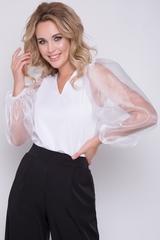 """<p>Ультра модная блузка из плотного трикотажа с пышными рукавами из органзы. Блузка отлично сочетается с брюками и """"юбками - карандаш"""", а также с юбками """"мини"""".</p>"""