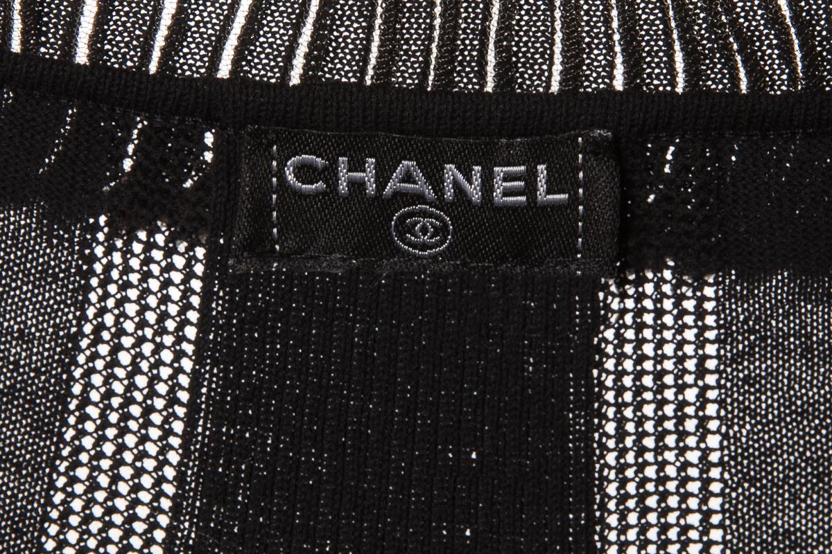 Стильное платье из трикотажа черного цвета от Chanel, 38 размер.