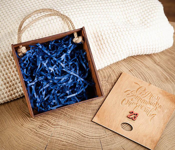 BOX216-2 Подарочная коробка с ручками «С Днем Защитника Отечества» (17*17*10 см) фото 04